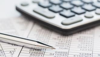 Steuerfachangestellte/r ist ein Beruf für Zahlenbegeisterte. Tiefergehende mathematische Kenntnisse braucht man nicht.