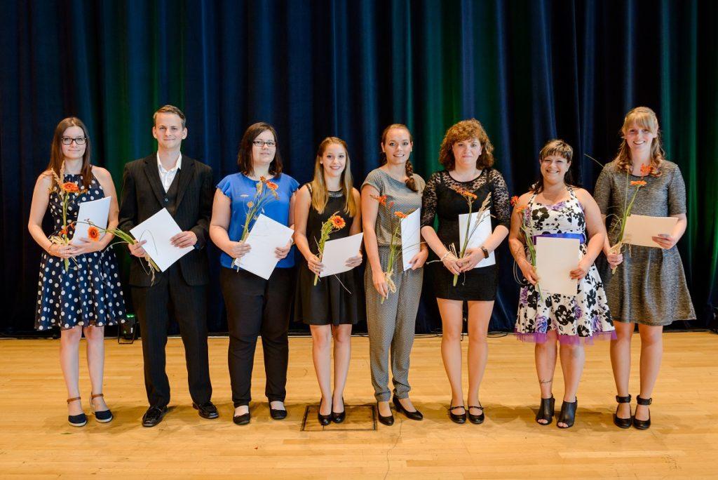 Neue Steuerfachangestellte auf der Bühne des ICC Dresden