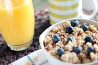 Müsli und Orangensaft zum Frühstück in der Steuerkanzlei